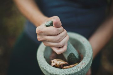 הקשר בין סטרס, כאבי בטן וצמחי מרפא